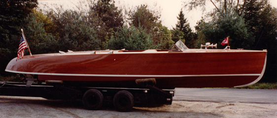 Rooster, 31' cold-molded mahogany surface drive speedboat