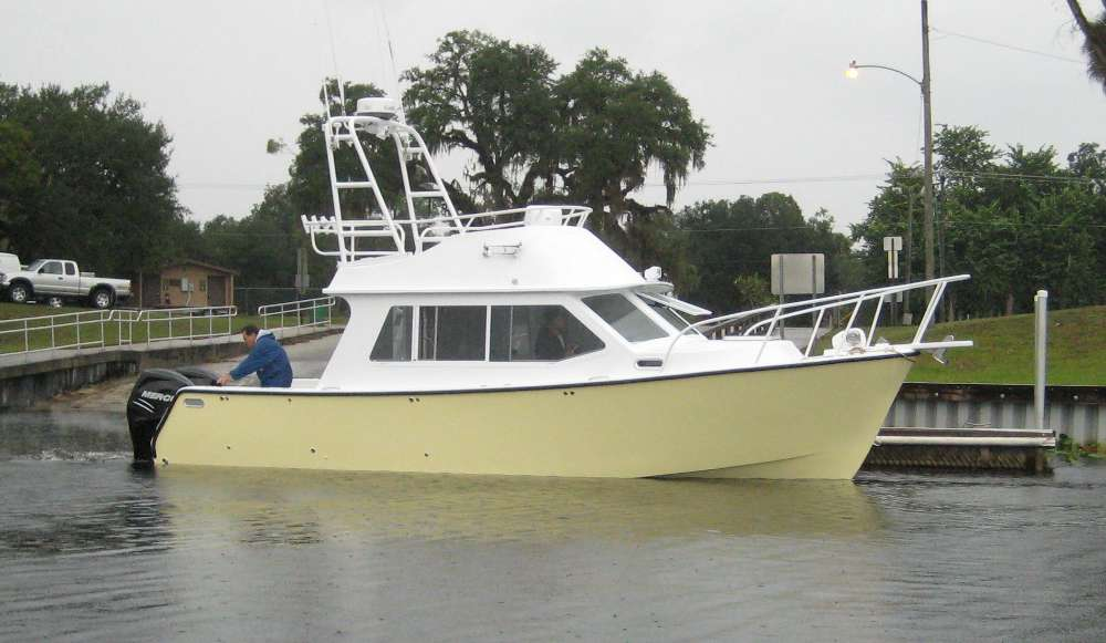 Stahl 29 Flying Bridge Outboard Cruiser ~ Planing & Semi-displacement Boats Under 29'~ Small ...